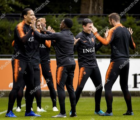 (L-R) Netherlands' Virgil van Dijk, Quincy Promes, Steven Berghuis and Stefan de Vrij during a training session in Zeist, the Netherlands, 09 October 2019. The Netherlands will face Northern Ireland in their UEFA Euro 2020 group C qualifying soccer match on 10 October 2019.