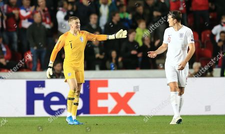 Jordan Pickford of England shouts at Harry Maguire of England after conceding 2nd goal
