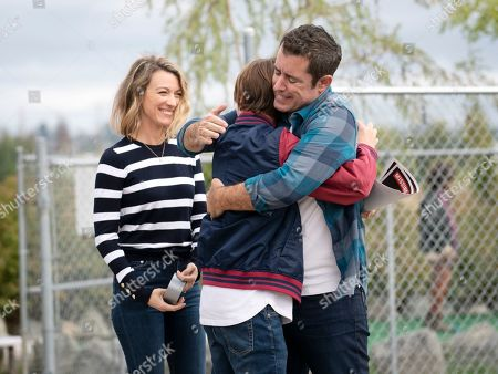 Natalie Zea as Robin Parker, Liam Carroll as Jared Parker and Jason Jones as Nate Parker