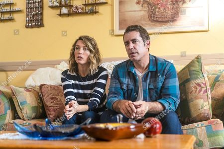 Natalie Zea as Robin Parker and Jason Jones as Nate Parker