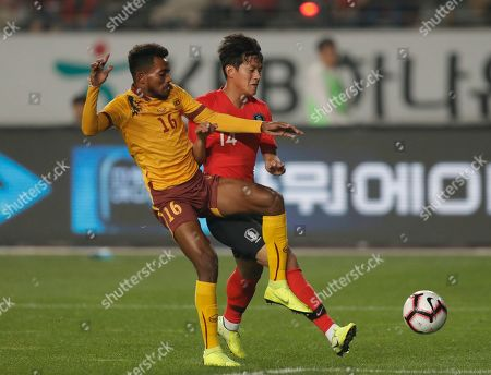 Manaram Perera, Hong Chul. South Korea's Hong Chul, right, fights for the ball against Sri Lanka's Manaram Perera during their Asian zone Group H qualifying soccer match for the 2022 World Cup at Hwaseong Sports Complex in Hwaseong, South Korea