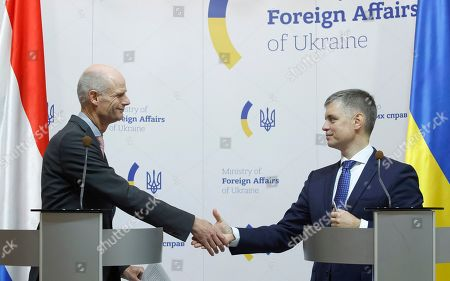 Ukraine's Foreign Minister Vadym Prystaiko (R) shake hands with his Netherlands' counterpart Stef Blok (L) during their press conference in Kiev, Ukraine, 10 October 2019. Stef Blok visits Ukraine to meet with top Ukrainian officials.