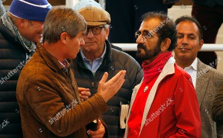 Stock Image of SHEIKH MOHAMMED listens to Simon Crisford at Tattersalls Sales Newmarket