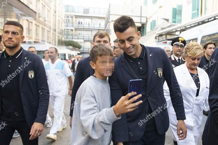 Italy's forward Stephan El Shaarawy takes a selfie during the Italian national soccer team visit at the 'Bambino Gesu' pediatric hospital in Rome, Italy, 10 October 2019.