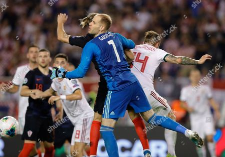 Croatia's Domagoj Vida  (L)  in action against Hungary's  oalkeeper Peter Gulacsi (R) during the UEFA Qualification soccer match group E for EURO 2020 between Croatia and Hungary at Poljud stadium in Split, Croatia, 10 October 2019.