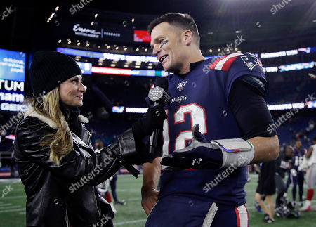 Fox Sports television sideline broadcast reporter Erin Andrews, left, interviews New England Patriots quarterback Tom Brady at midfield after an NFL football game between the Patriots and the New York Giants, in Foxborough, Mass