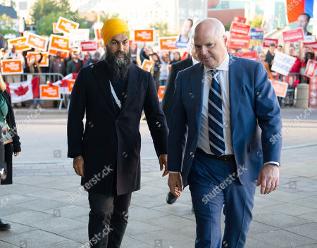 New Democrat Party (NDP) leader Jagmeet Singh (L) arrives for a political leaders debate in Gatineau, Quebec, Canada, 10 October 2019. Canadians will vote in the country's 43rd general election on 21 October 2019.