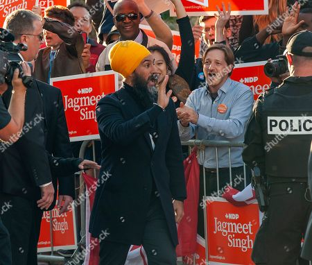 New Democrat Party (NDP) leader Jagmeet Singh (C) arrives for a political leaders debate in Gatineau, Quebec, Canada, 10 October 2019. Canadians will vote in the country's 43rd general election on 21 October 2019.