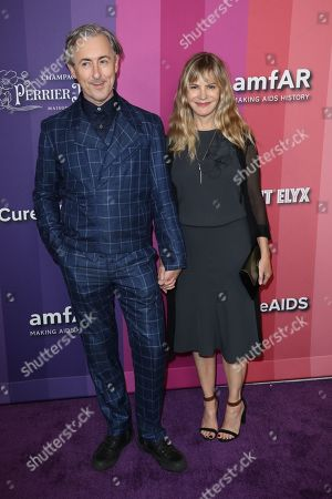 Alan Cumming and Jennifer Jason Leigh