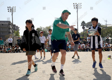 Sean Cronin plays rugby with the school children