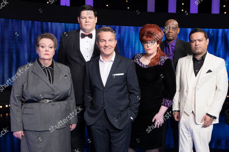 (l-r) Chasers Anne Hegerty, Mark Labbett, Host Bradley Walsh, Jenny Ryan, Shaun Wallace and Paul Sinha