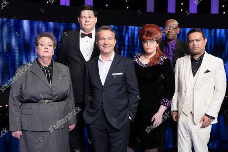 (l-r) Anne Hegerty, Mark Labbett, Host Bradley Walsh, Chaser Jenny Ryan, Shaun Wallace and Paul Sinha