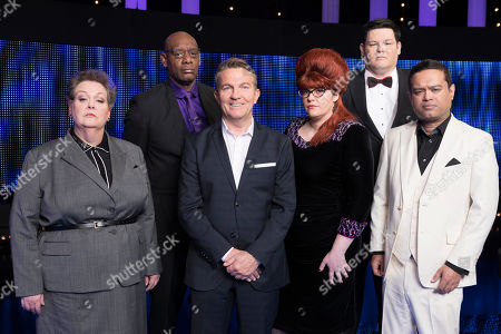 (l-r) Anne Hegerty, Shaun Wallace, Host Bradley Walsh, Chaser Jenny Ryan, Mark Labbett and Paul Sinha