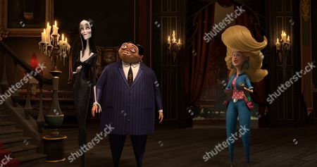 Morticia Addams (Charlize Theron), It (Snoop Dogg) and Gomez Addams (Oscar Isaac) and Margaux Needler (Allison Janney)