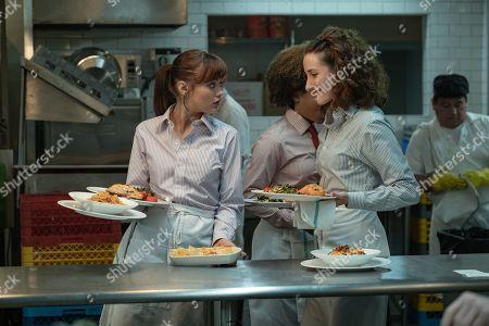Ella Purnell as Tess and Eden Epstein as Ariel 'Ari'