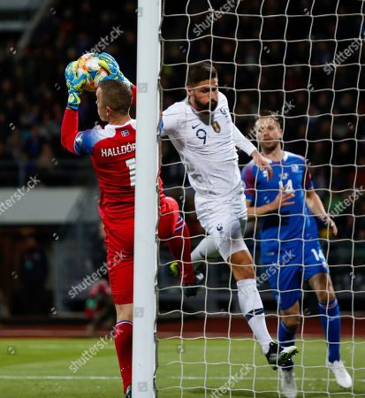 Iceland France Euro 2020 Soccer. Iceland's Hann­es Hall­dors­son, left, is challenged by France's Olivier Giroud, centre, with Iceland's Kari Arnason, right, during the Euro 2020 group H qualifying soccer match between Iceland and France at Laugardalsvollur stadium in Reykjavik, Iceland