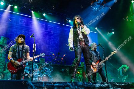 Ryan Roxie, Alice Cooper, Chris Wyse and Nita Strauss