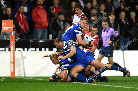 Jack Walker of Bath Rugby scores a second half try