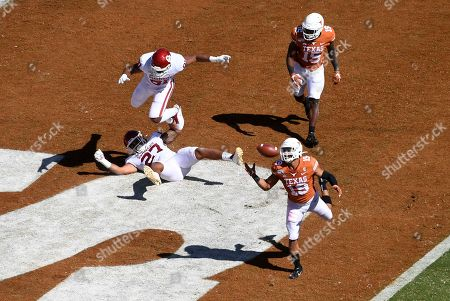 Texas defensive back Brandon Jones (19) intercepts a pass from Oklahoma quarterback Jalen Hurts in the first half of an NCAA college football game at the Cotton Bowl, in Dallas