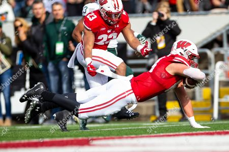 Wisconsin Badgers tight end Jake Ferguson #84 catches a 21 yard pass and stumbles to the one yard line during the NCAA Football game between the Michigan State Spartans and the Wisconsin Badgers at Camp Randall Stadium in Madison, WI. Wisconsin defeated Michigan State 38-0