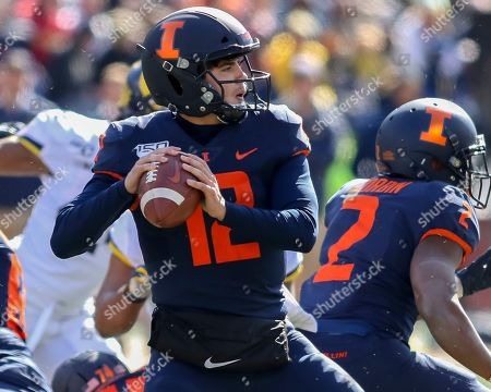 Saturday th -Illinois Fighting Illini quarterback Matt Robinson (12) sets up to pass during NCAA football game action between the University of Illinois Fighting Illini vs the Michigan University Wolverines at Memorial Stadium in Champaign, ILL