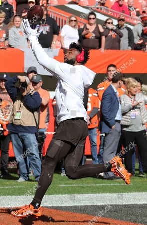 Cleveland Browns wide receiver Jarvis Landry warms up before an NFL football game against the Seattle Seahawks, in Cleveland