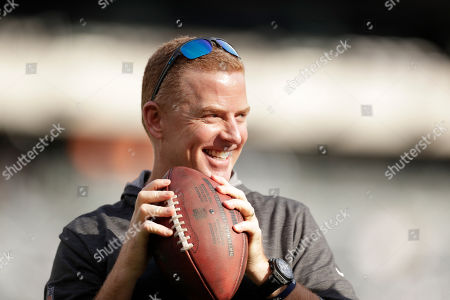 Dallas Cowboys head coach Jason Garrett walks on the field before an NFL football game against the New York Jets, in East Rutherford, N.J