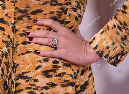 Sara Rue, jewellery detail