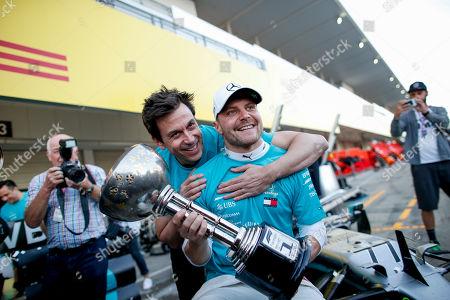 Motorsports: FIA Formula One World Championship 2019, Grand Prix of Japan,    Mercedes AMG Petronas Motorsport Team celebrates the win of Constructors Championship 2019,  Toto Wolff (AUT, Mercedes AMG Petronas Motorsport), #77 Valtteri Bottas (FIN, Mercedes AMG Petronas Motorsport),