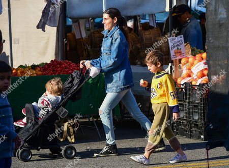 Jamie-Lynn Sigler at Farmer's Market