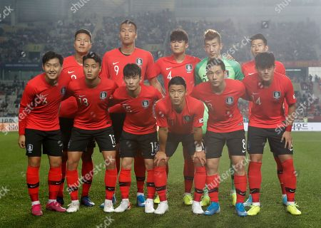 Lee Kang-in, Paik Seung-ho, Kim Moon-hwan, Hwang Hee-chan, Nam Tae-hee, Hong Chul, Kwon Kyung-won, Kim Shin-wook, Kim Min-jae, Jo Hyeon-woo, Son Heung-min. South Korea's national soccer team players front row from left, Lee Kang-in, Paik Seung-ho, Kim Moon-hwan, Hwang Hee-chan, Nam Tae-hee, Hong Chul, and back row from left, Kwon Kyung-won, Kim Shin-wook, Kim Min-jae, Jo Hyeon-woo, Son Heung-min pose prior to the start of the their Asian zone Group H qualifying soccer match between South Korea and Sri Lanka for the 2022 World Cup at Hwaseong Sports Complex Main Stadium in Hwaseong, South Korea