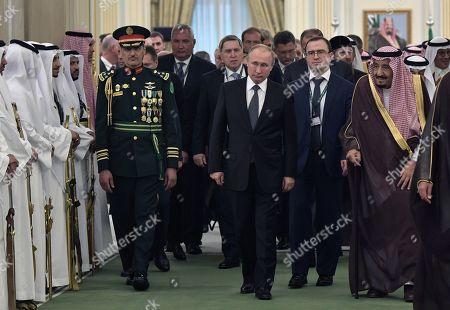 Russian President Vladimir Putin (front 2-R) and Saudi Arabia's King Salman bin Abdulaziz Al Saud (front R) arrive to attend a signing ceremony following their talks at the Saudi Royal palace in Riyadh, Saudi Arabia, 14 October 2019. Russian President Vladimir Putin pays a state visit to Saudi Arabia.