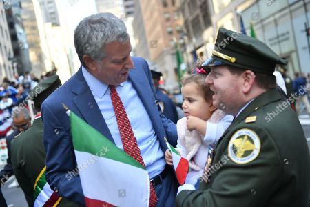 Mayor Bill de Blasio marches in the 75th Anniversary Columbus Day Parade on Fifth Avenue