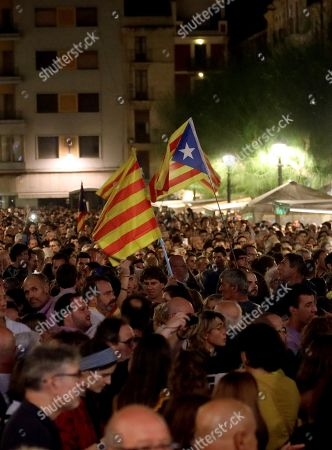 People attend a protest against the sentence ruled by Supreme Court on 'proces' trial' next to Tarragona's City Hall in Tarragona, Spain, 14 October 2019. Demonstrators are blocking some roads in Catalan capital against the court's decision. Spanish Supreme Court condemned Oriol Junqueras to 13 years in jail for sedition, Carme Forcadell to 11 years and half for sedition; Jordi Cuixart and Jordi Sanchez were sentenced to 9 years and half for sedition; former regional Minister Jordi Turull, Raul Romeva and Dolors Bassa were sentenced to 12 years in jail for sedition and missapropriation, and Joaquin Forn and Josep Rull were condenmend to 10 years an half for sedition. The three other defendants were absolved.