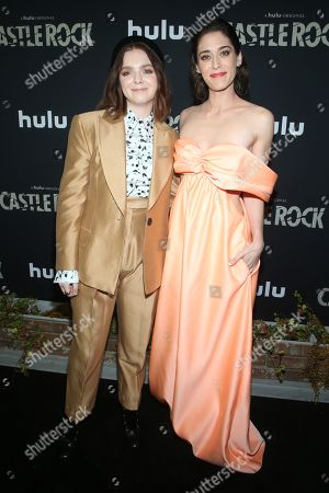 Elsie Fisher and Lizzy Caplan