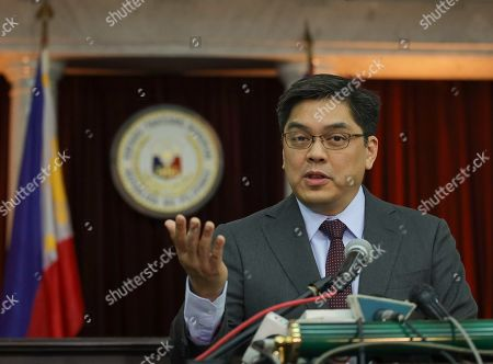 """Philippine Supreme Court Public Information Officer chief Brian Keith Hosaka gestures as he talks during a press conference in Manila, Philippines on . In their statement, the Supreme Court sitting as Presidential Electoral Tribunal has decided to release to the parties of former senator Ferdinand """"Bongbong"""" Marcos Jr. and Vice President Leonor Robredo the report on revision and appreciation of ballots in the 3 pilot provinces and for them to comment. The son of the late dictator, Marcos, has filed an electoral protest against Vice President Robredo which he accused of cheating in the 2016 elections"""