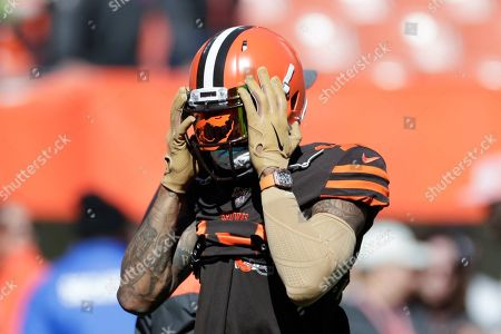 Cleveland Browns wide receiver Odell Beckham Jr. (13) warms up before an NFL football game against the Seattle Seahawks, in Cleveland