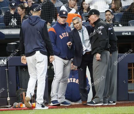 Houston Astros manager A.J. Hinch (2L) and New York Yankees manager Aaron Boone (L) talk with umpires and baseball officials after home plate umpire Jeff Nelson was removed from the game for a concussion after the bottom of the fourth inning of their MLB American League Championship Series playoff baseball game three at Yankee Stadium in the Bronx, New York, USA, 15 October 2019. The winner of the seven game playoff series will go on to face either the Washington Nationals or the St. Louis Cardinals in the World Series.