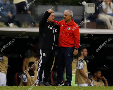 Mexico's coach Gerardo Martino, left, talks with Panama's coach Americo Gallego at the end of a CONCACAF Nations League soccer match at Azteca stadium in Mexico City, . Mexico won the match 3-1