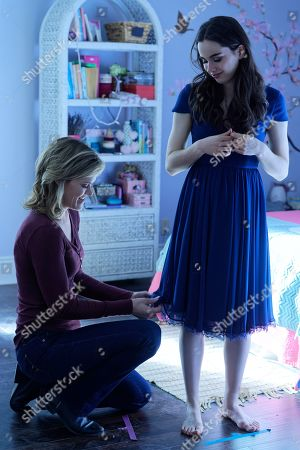 Missi Pyle as Cleo Coles and Sarah Desjardins as Jenna Hope