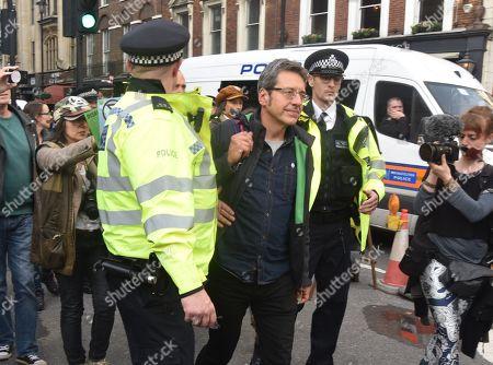 Guardian columnist George Monbiot gets arrested