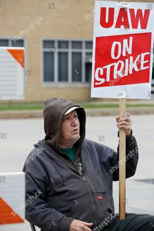 Ken Jelen, a 51-year GM employee, pickets outside the General Motors Fabrication Division, in Parma, Ohio. General Motors CEO Mary Barra joined negotiators at the bargaining table, an indication that a deal may be near to end a monthlong strike by the United Auto Workers union that has paralyzed the company's factories