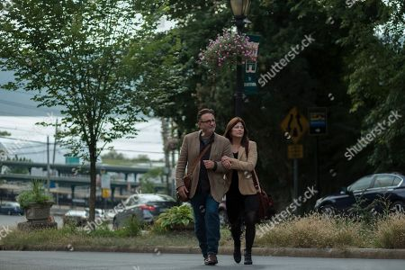 Andy Garcia as Michael and Catherine Keener as Julie