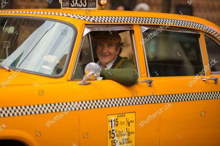 Judd Hirsch as Taxi Driver
