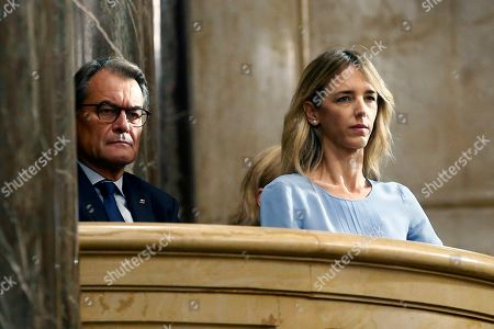 Former Catalan Regional President Artur Mas (L) and People's Party parliamentary spokeswoman Cayentana Alvarez de Toledo (R), attend a plenary session at regional Chamber in Barcelona, Catalonia, Spain, 17 October 2019. Catalan regional President Quim Torra (unseen), appeared before the regional MPs to inform on deal with an answer to the Spanish Supreme Court's sentence against pro-independence leaders and the riots and protest held in the region last days.