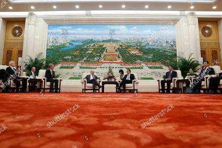 POOL PHOTO. Chairman of the U.S.-China Business Council Evan Greenberg, center left, and Chinese Premier Li Keqiang hold a talk at the Great Hall of the People in Beijing