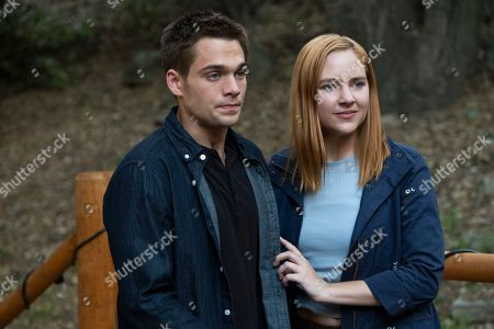 Dylan Sprayberry as Henry Richmond and Haley Ramm as Violet Simmons