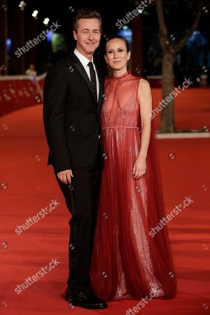 """Edward Norton and his wife Shauna Robertson pose on the red carpet of the movie """"Motherless Brooklyn"""", at the Rome Film Fest, in Rome"""