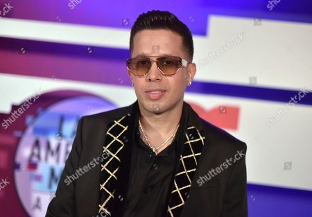 De La Ghetto poses backstage at the Latin American Music Awards, at the Dolby Theatre in Los Angeles