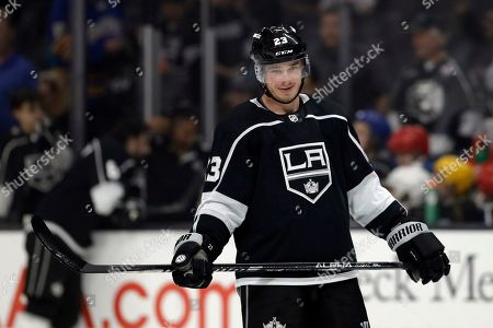 Los Angeles Kings' Dustin Brown warms up before the start of an NHL hockey game against the Buffalo Sabres, in Los Angeles